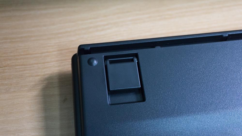 리얼포스 87UB 무접점 키보드 하판의 상단 부분