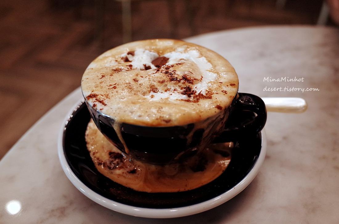 유리온실속 이색적인 [카페 마당] cafe  MADANG, 충북 제천카페