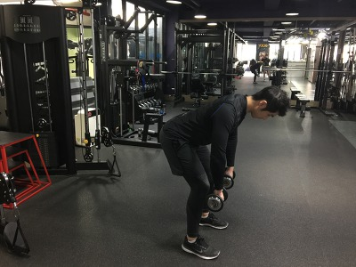 당당하고 넓은 어깨 만드는 운동방법 3-[덤벨 벤트오버 레이즈(Dumbbell Bentover Raise)]