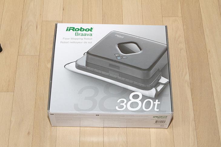 브라바 380T, 물걸레로봇청소기, 조용한 ,물걸레, 마른걸레, 청소,IT,IT 제품리뷰,실제로 써보니 주부들이 왜 좋아하는지 알겠네요. 꽤 괜찮은 제품이네요. 브라바 380T 물걸레로봇청소기 조용한 물걸레 마른걸레 청소가 가능한 제품 인데요. 실제로 써보니 엄청 조용하네요. 브라바 380T 물걸레로봇청소기는 필요에 따라서 물걸레를 쓸수도 있고 아니면 그냥 일반 마른 걸레를 쓸 수 도 있습니다. 마른걸레를 이용하면 그냥 바닥을 쓸고다니기만 하므로 바닥 위에 앉은 작은 먼지를 청소할 수 있습니다. 일반 로봇청소기와 다른 점이라면 공기를 흡입하는 방식이 아니므로 바퀴 굴러가는 모터음만 들릴 뿐 아주 조용하다는 장점을 가지고 있는 제품이죠.