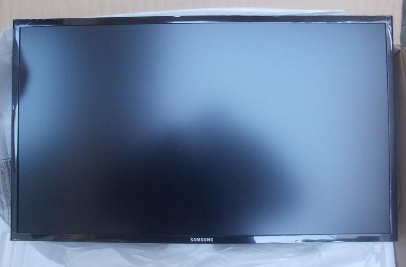 S27F350 제품 LCD 화면 전면부 모습